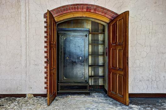 closet-426388_960_720